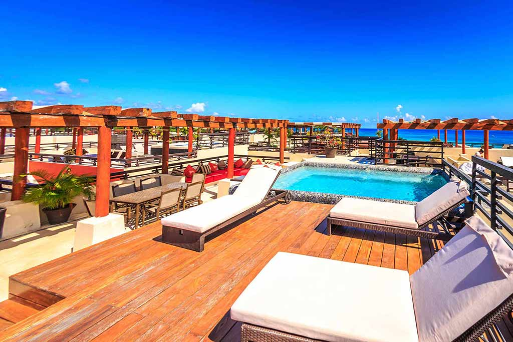 BRIC Vacation Rentals rooftop pool