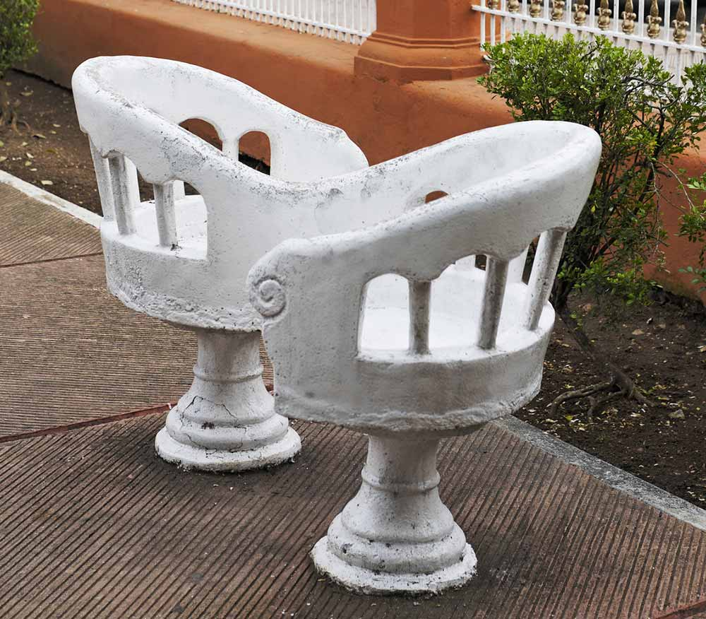 Valladolid Kissing Chairs